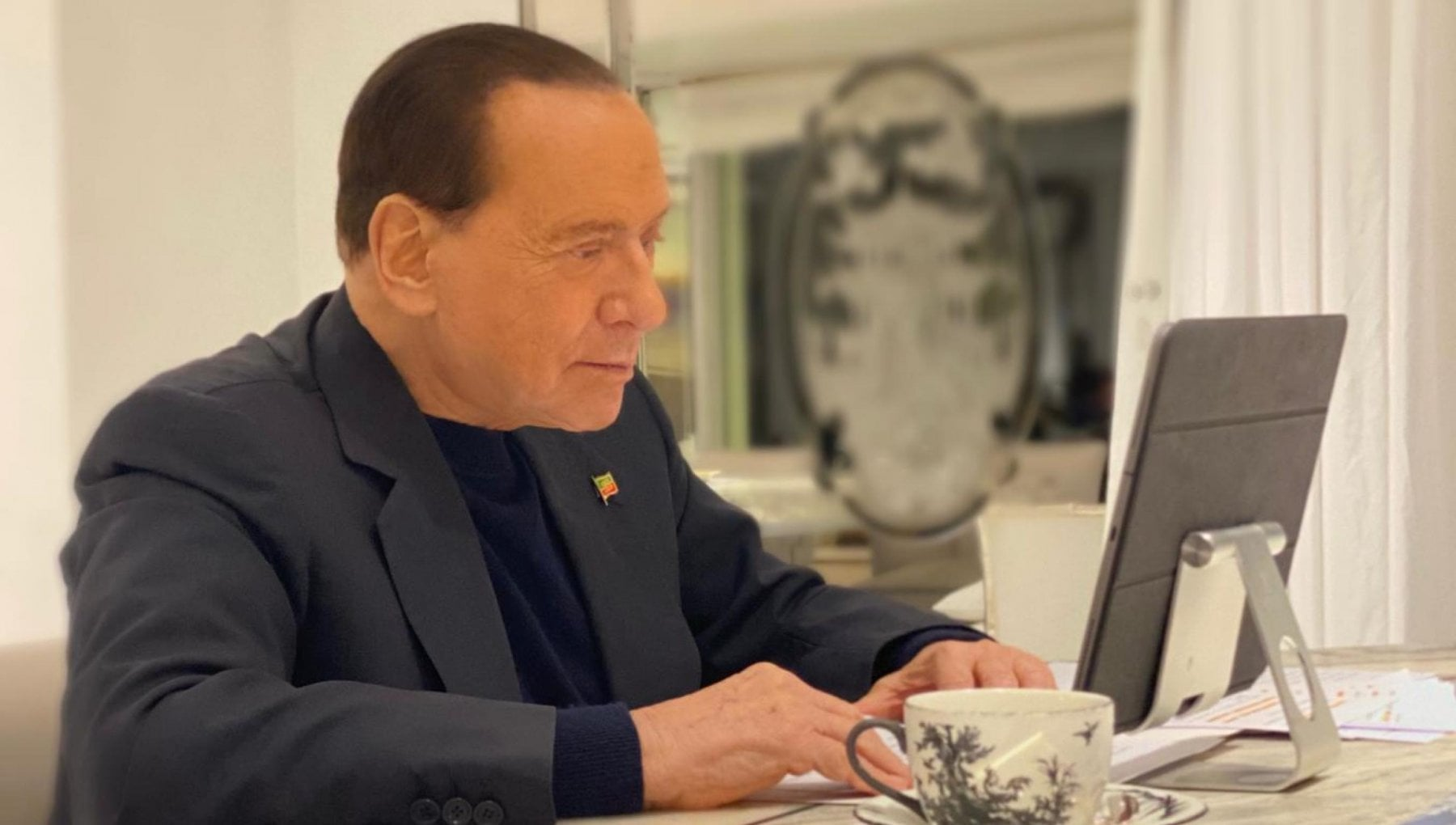 Berlusconi chiama Fedez e Ferragni I miei complimenti per lAmbrogino doro