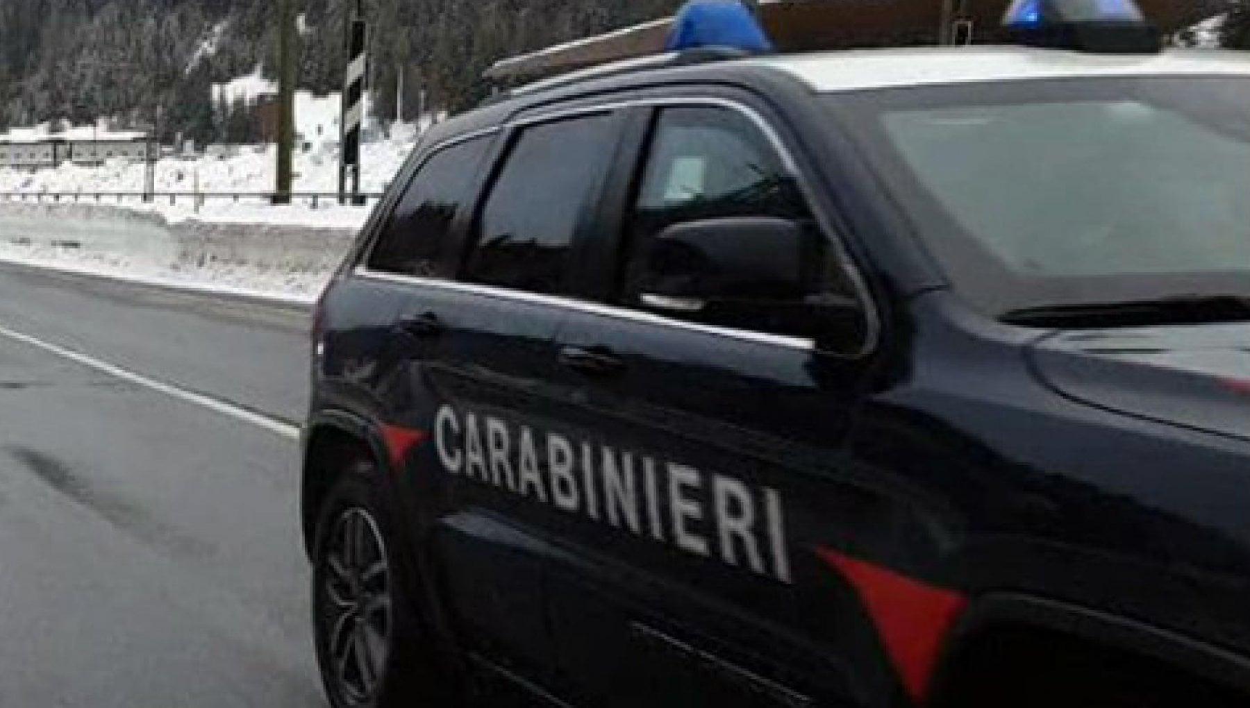 Bologna si sente solo a 94 anni e chiama i carabinieri a brindare