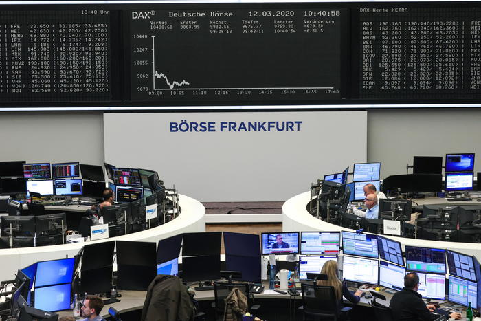 Borsa Europa debole attende Wall Street Milano 05