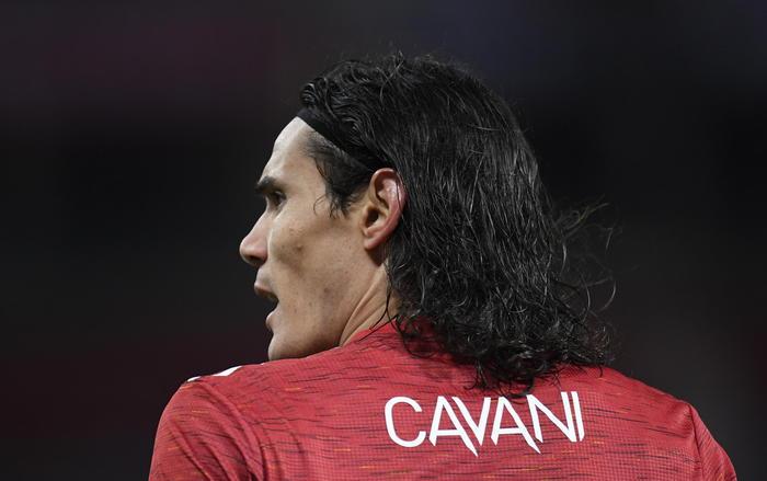 Calcio post razzista Cavani indagato dalla Fa