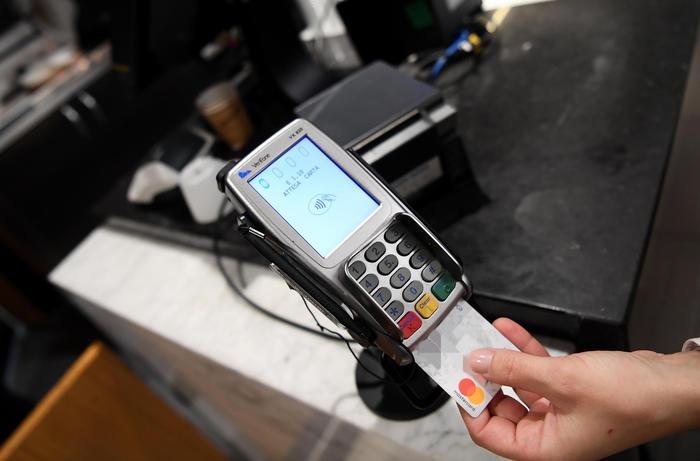 Cashback al via premi per dimenticare il contante