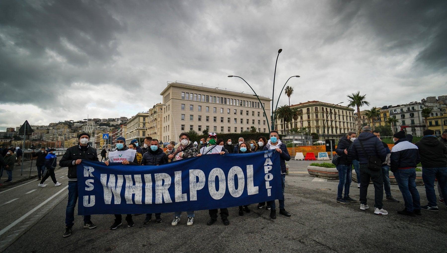 Cassa Covid alla Whirlpool ma la fabbrica non vede il futuro. Calendario fotografico per la lotta degli operai