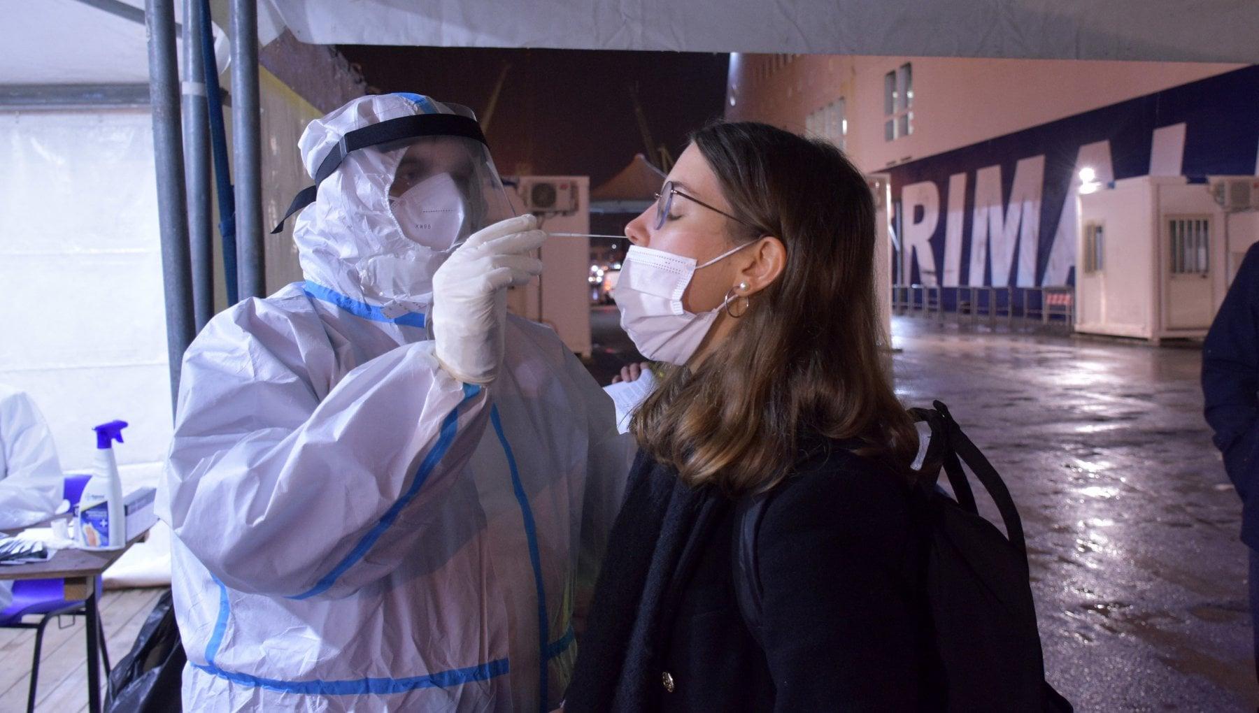 Coronavirus il bollettino di oggi 13 dicembre 17.938 nuovi positivi e 484 morti