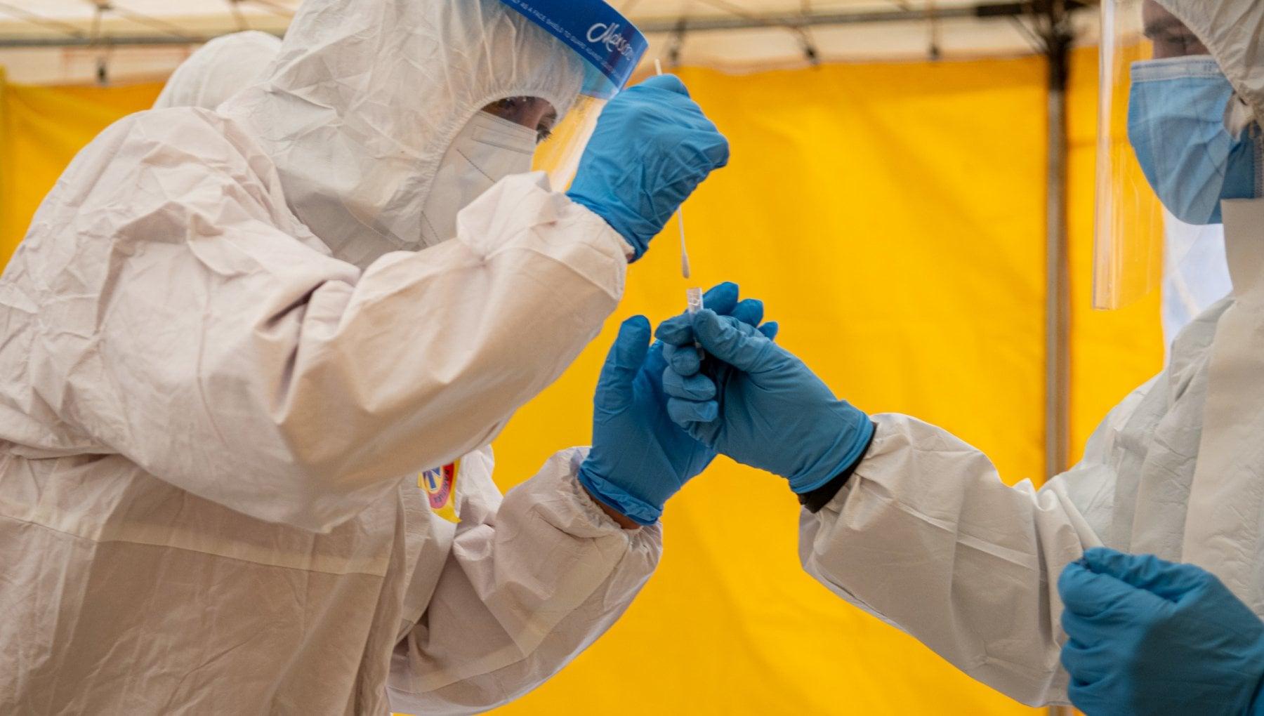 Coronavirus il bollettino di oggi 27 dicembre 8.913 nuovi casi su 59.879 tamponi. 305 i morti