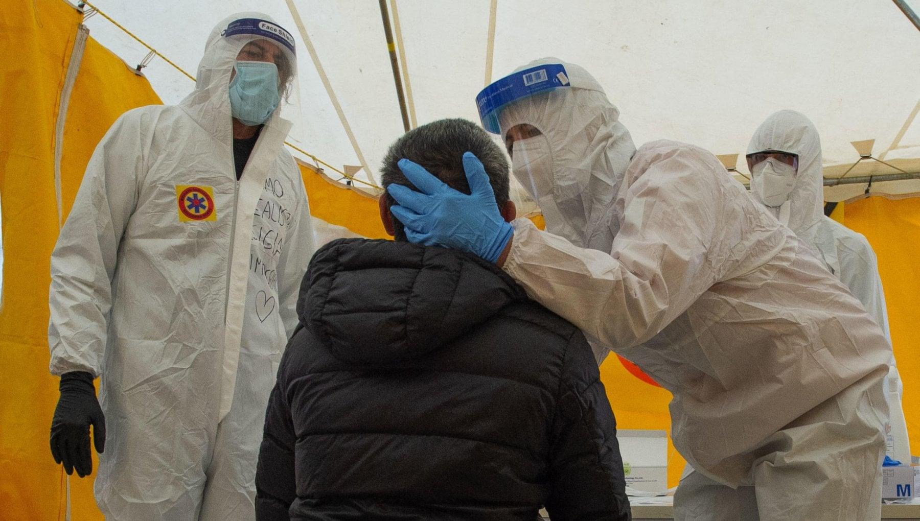 Coronavirus in Puglia 1.175 nuovi casi con poco piu di 7mila tamponi. Vitto Anci Molti contagi da pranzi domenicali