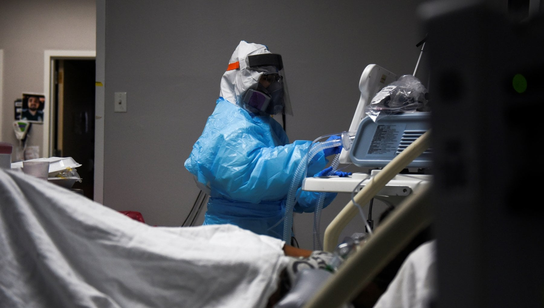 Coronavirus nel mondo oltre 15mila morti in Canada Fauci Picco in Usa fuori controllo. Vaccini in ritardo