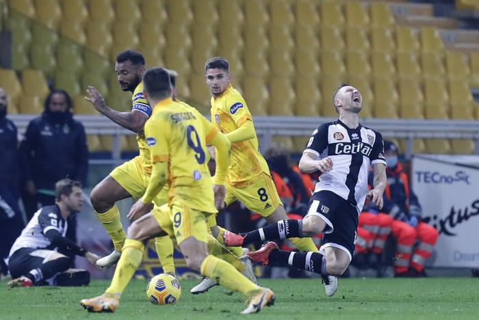 Covid Cagliari congelate convocazioni per gara con Udinese