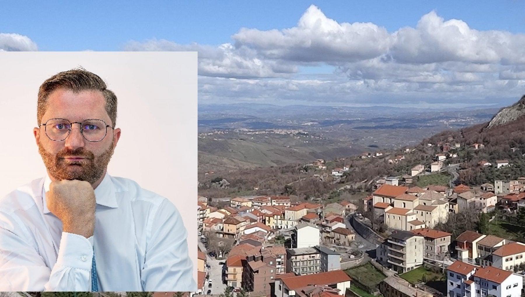 Covid sindaco irpino sfida Vincenzo De Luca Qui tutto aperto