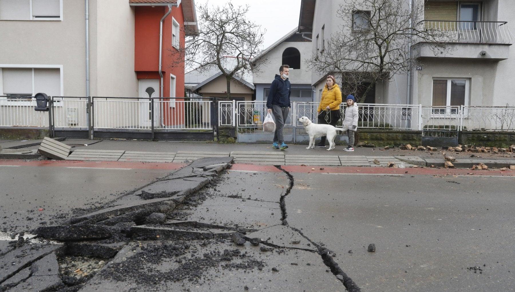 Croazia ancora scosse nella notte trascorsa al gelo dai terremotati