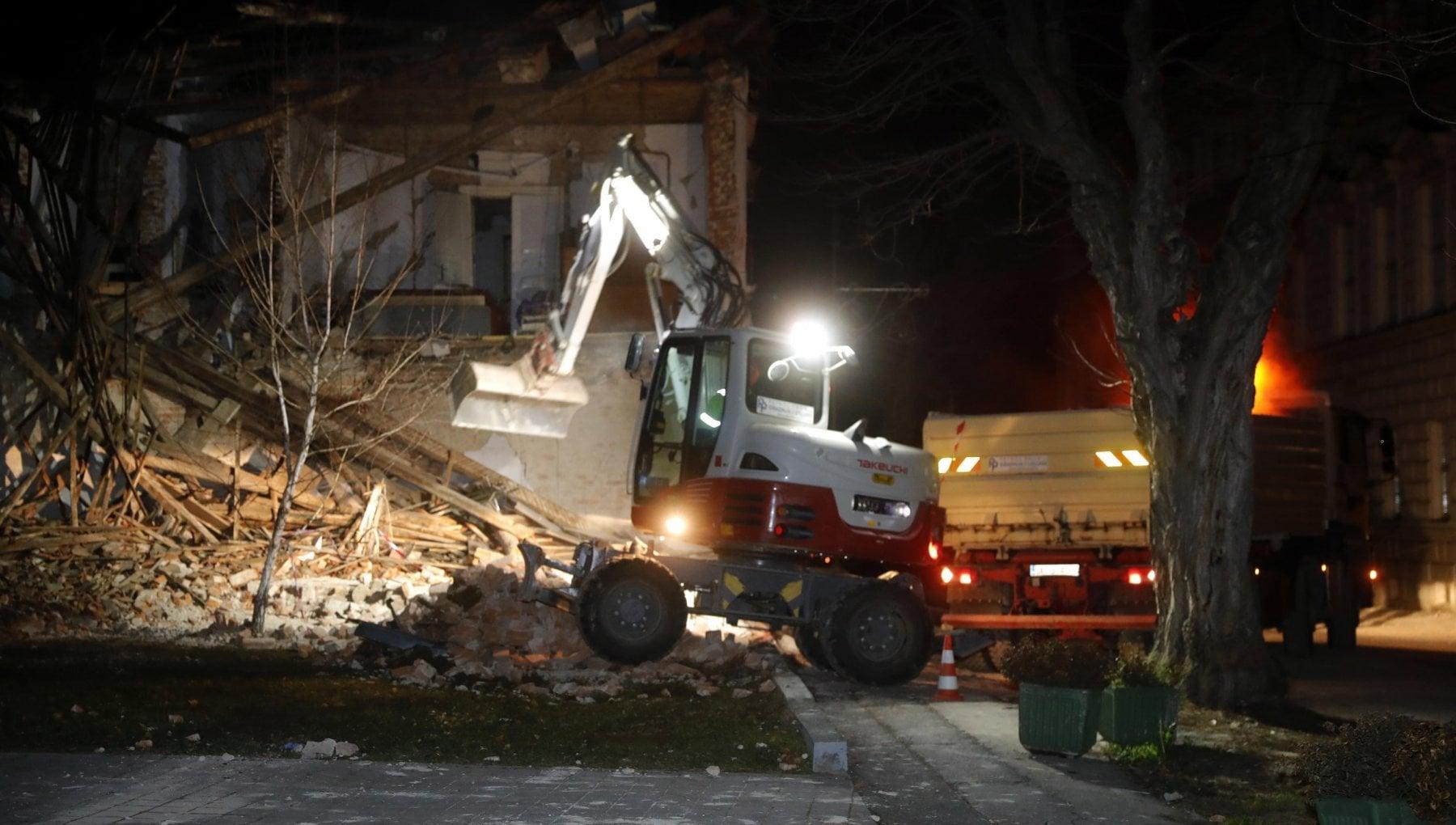 Croazia ancora tre scosse la piu forte di 49 gradi della scala Richter
