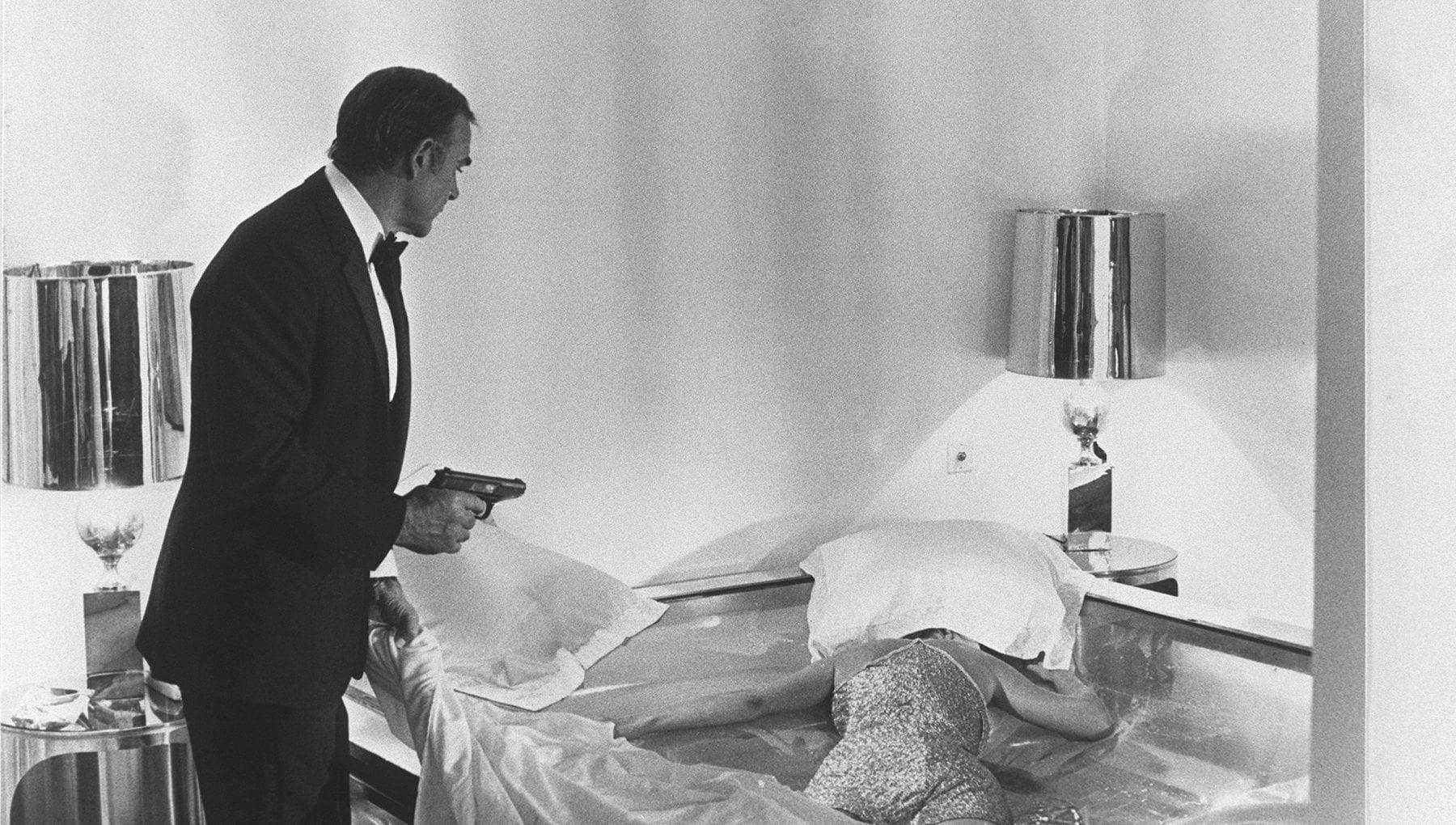 Dalla pistola di James Bond al casco di Top Gun allasta i memorabilia di Hollywood