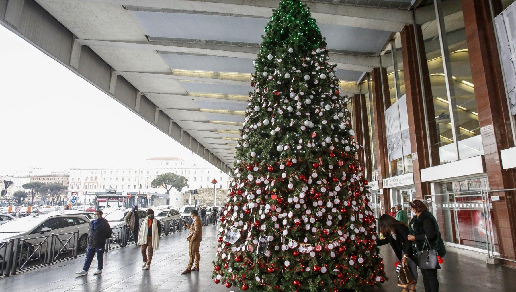 Decreto di Natale lultimo shopping prima del lockdown. Tutte le regole prima di entrare in zona rossa