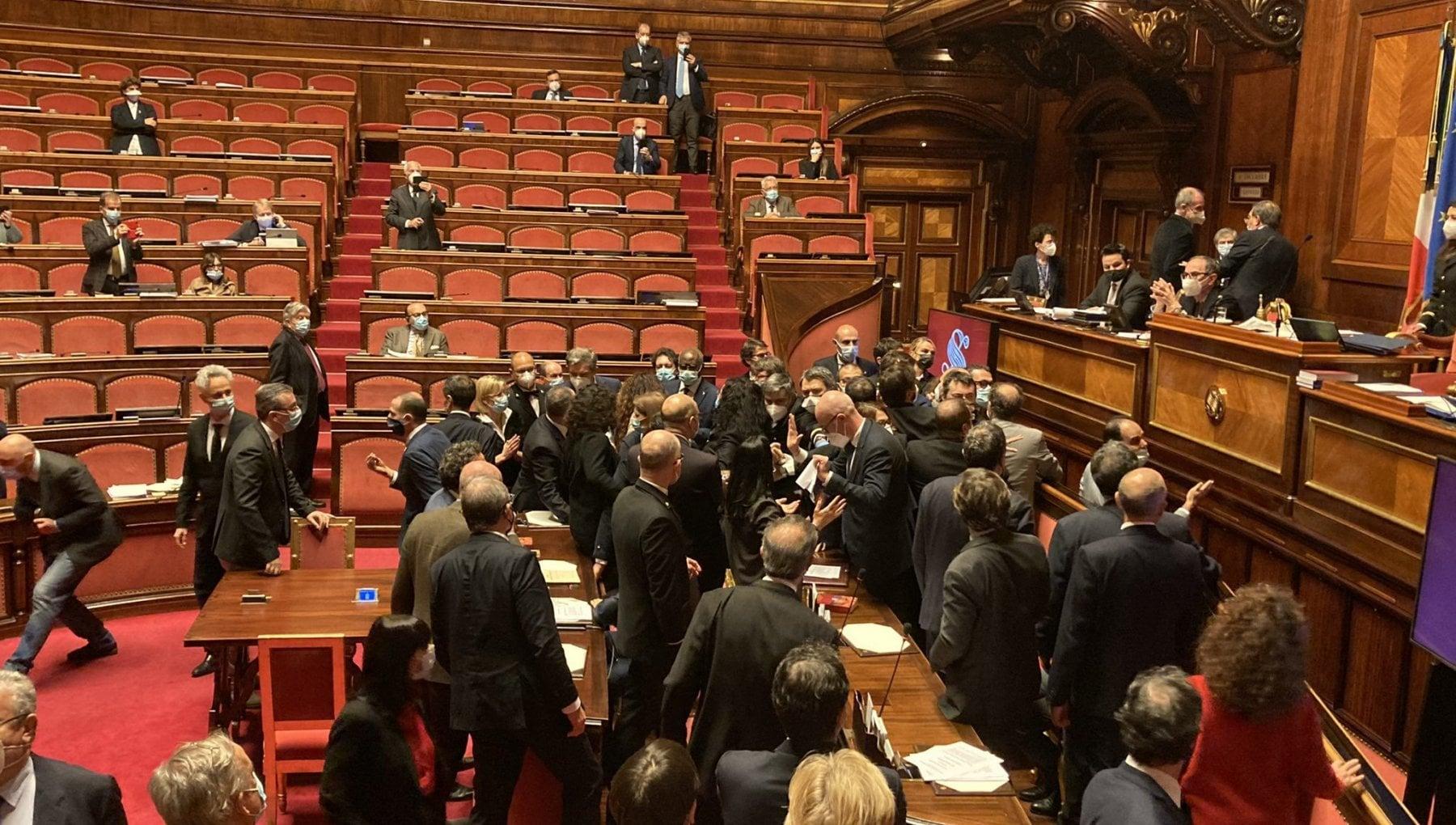 Decreto sicurezza caos al Senato mentre il governo pone la fiducia. Dal Pd Vile atto di squadrismo La Russa ha tollerato