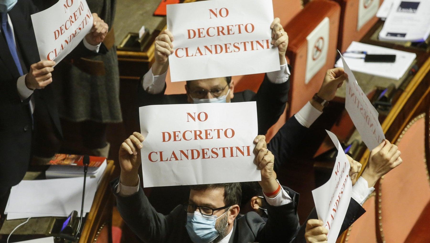 Dl Sicurezza nuovo caos in Senato. Lega contro il M5S. Marcucci Pd Clima inaccettabile questore e commesso finiscono in infermeria