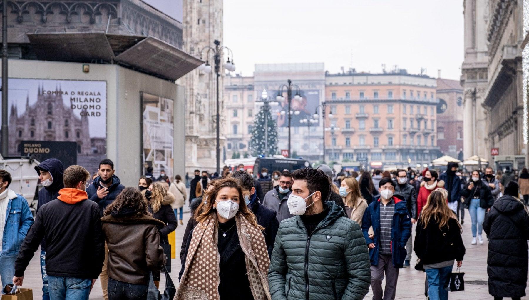 Follia da shopping assembramenti record in tutta Italia