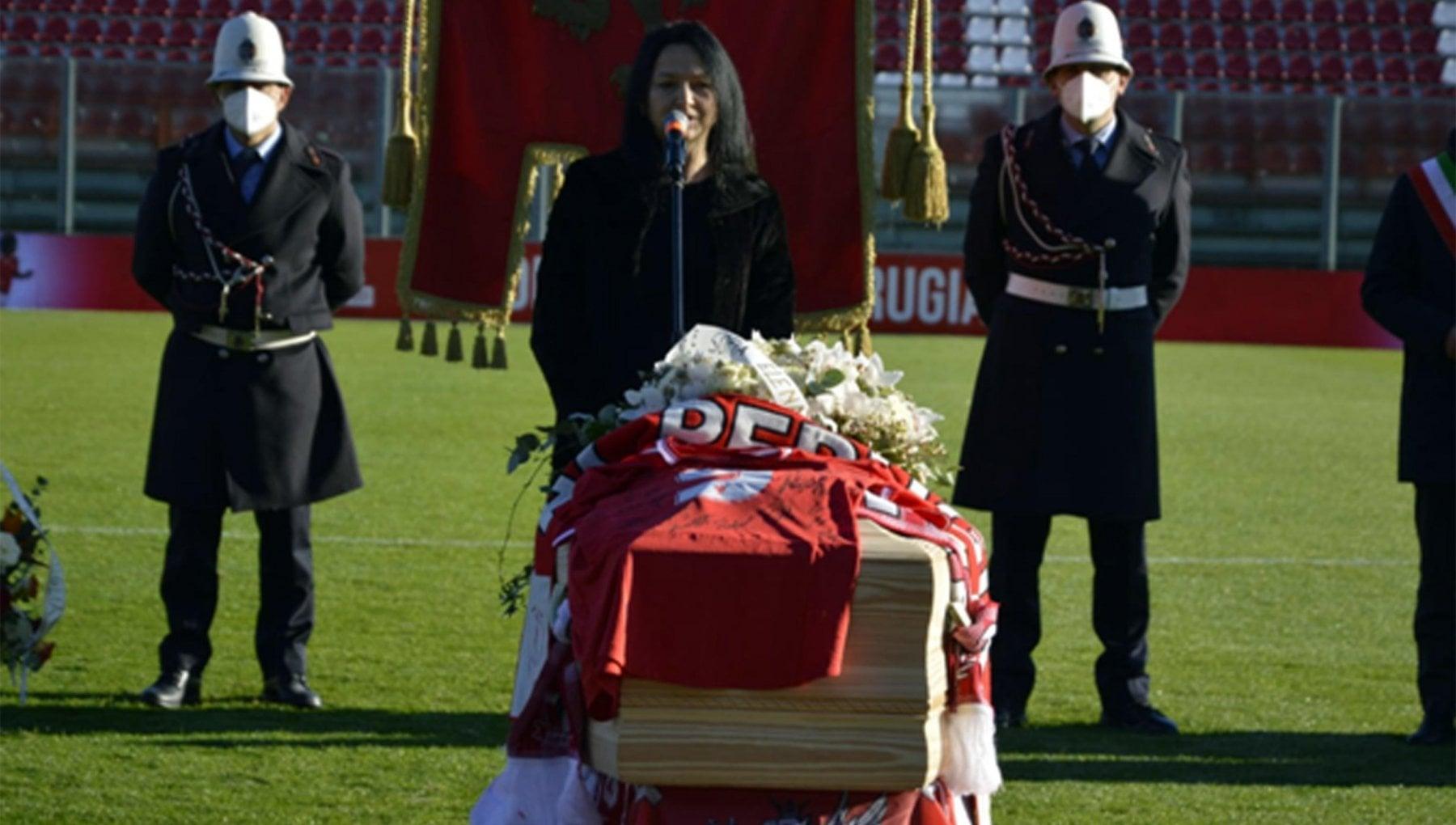 Furto in casa di Paolo Rossi durante i funerali. La moglie Infangato nel giorno in cui lItalia lo piangeva