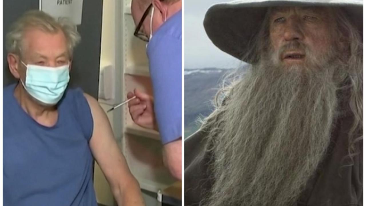 Ian McKellen Gandalf del Signore degli anelli riceve il vaccino anti Covid Lo consiglio a tutti
