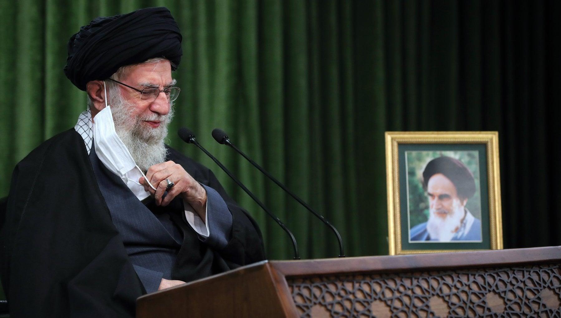 Iran Khamenei parla agli italiani un account Twitter per riprendere il dialogo tra Roma e Teheran