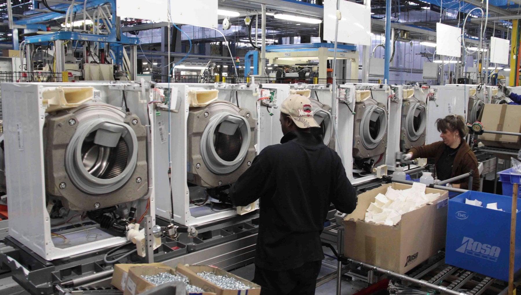 Istat lindustria ritrova slancio a ottobre salgono fatturato e ordinativi