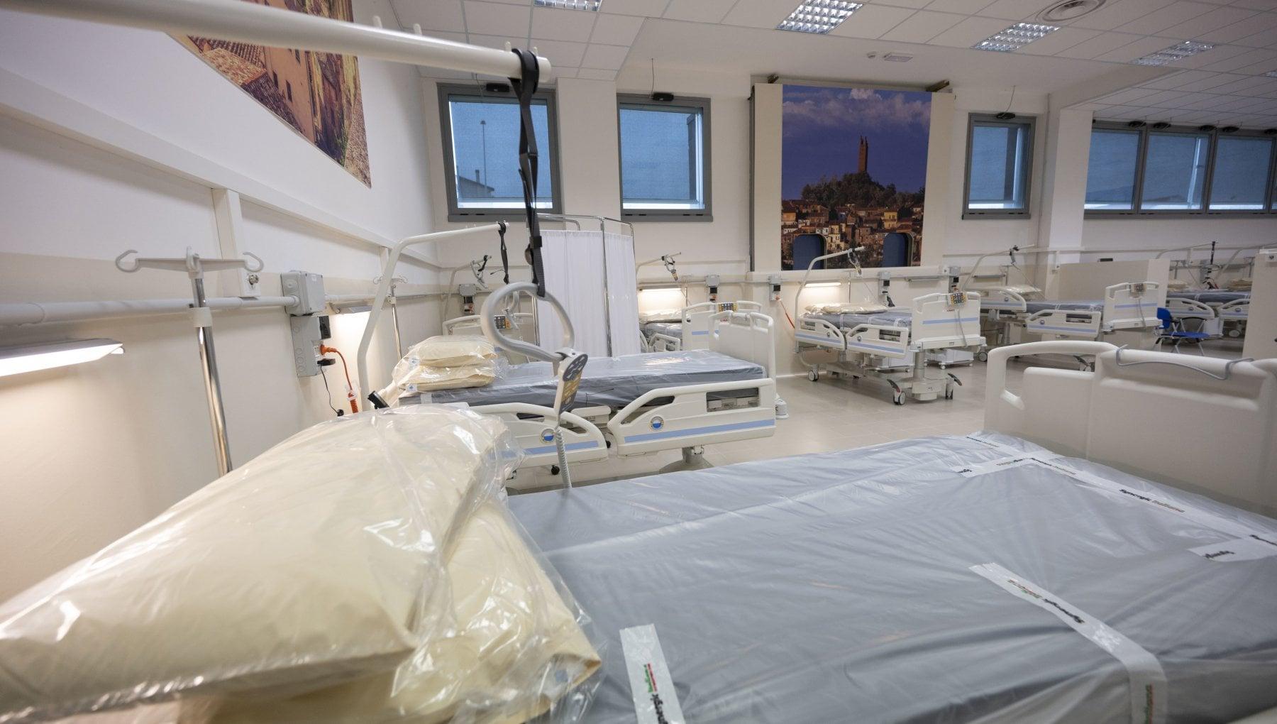 Italia e Regno Unito prime in Europa per mortalita da Covid. A rischio 11 milioni di pazienti fragili A loro subito il vaccino