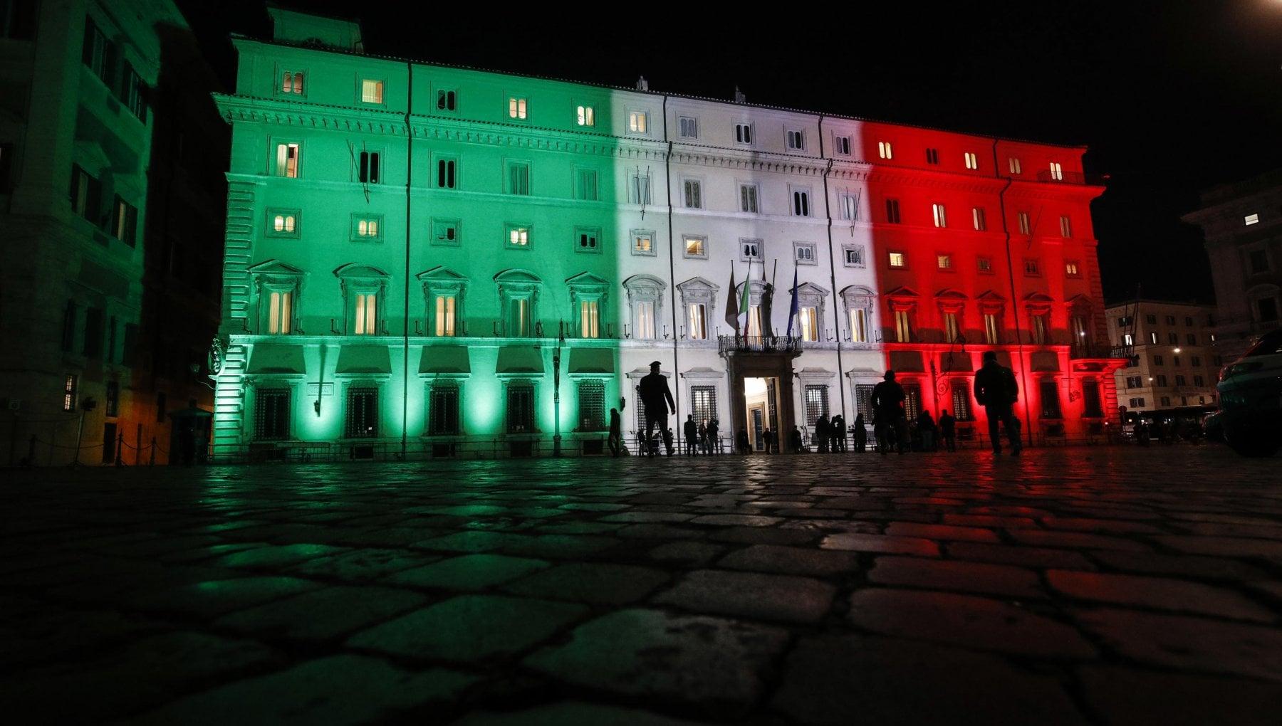 Italia zona rossa ultimo duello tra rigoristi e Conte per il Dpcm di Natale oggi vertice decisivo sulle nuove regole