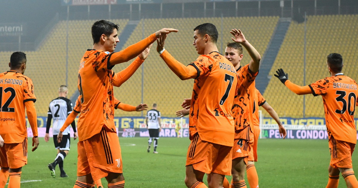 Juventus a valanga lo show di Ronaldo e Morata 4 gol al Parma tira gia aria di rimonta