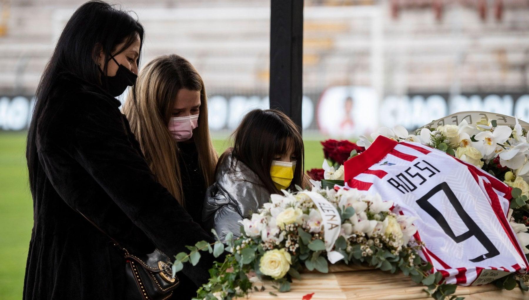 La moglie di Rossi Paolo voleva venire a Napoli quando e morto Maradona ha pianto