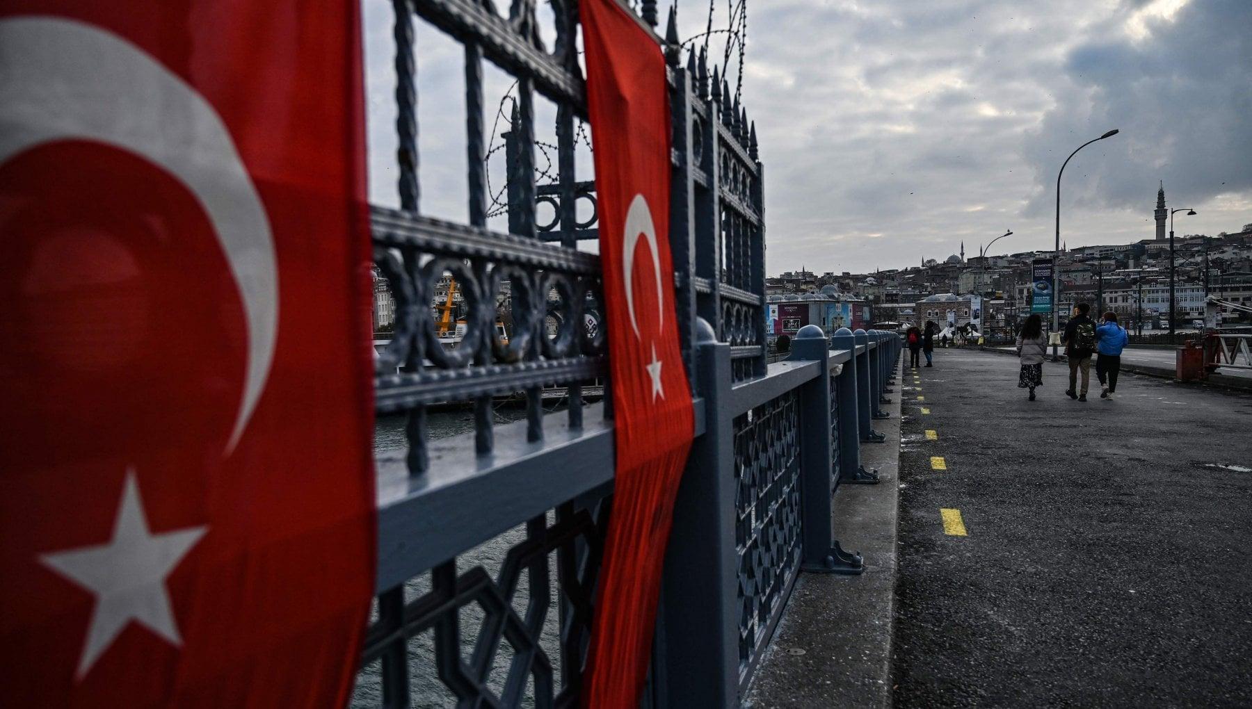 La trappola di miele cosi i servizi iraniani hanno sedotto e sequestrato un dissidente iraniano a Istanbul