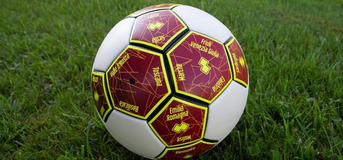 Lega Pro dona pallone C ad Amici Pediatria Bergamo