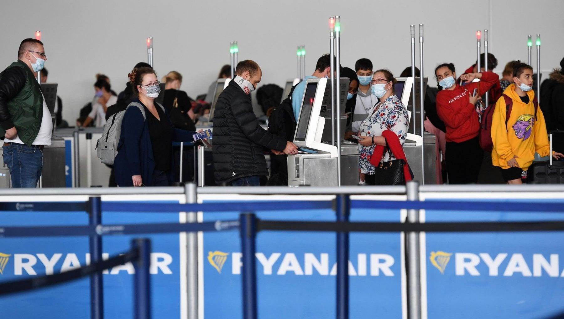 Lodissea di una ragazza pugliese a Londra I voli sono bloccati ma Ryanair non li cancella mentre lambasciata conferma il blocco