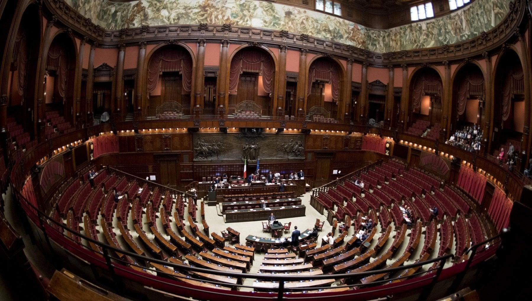 Manovra il governo pone la fiducia alla Camera
