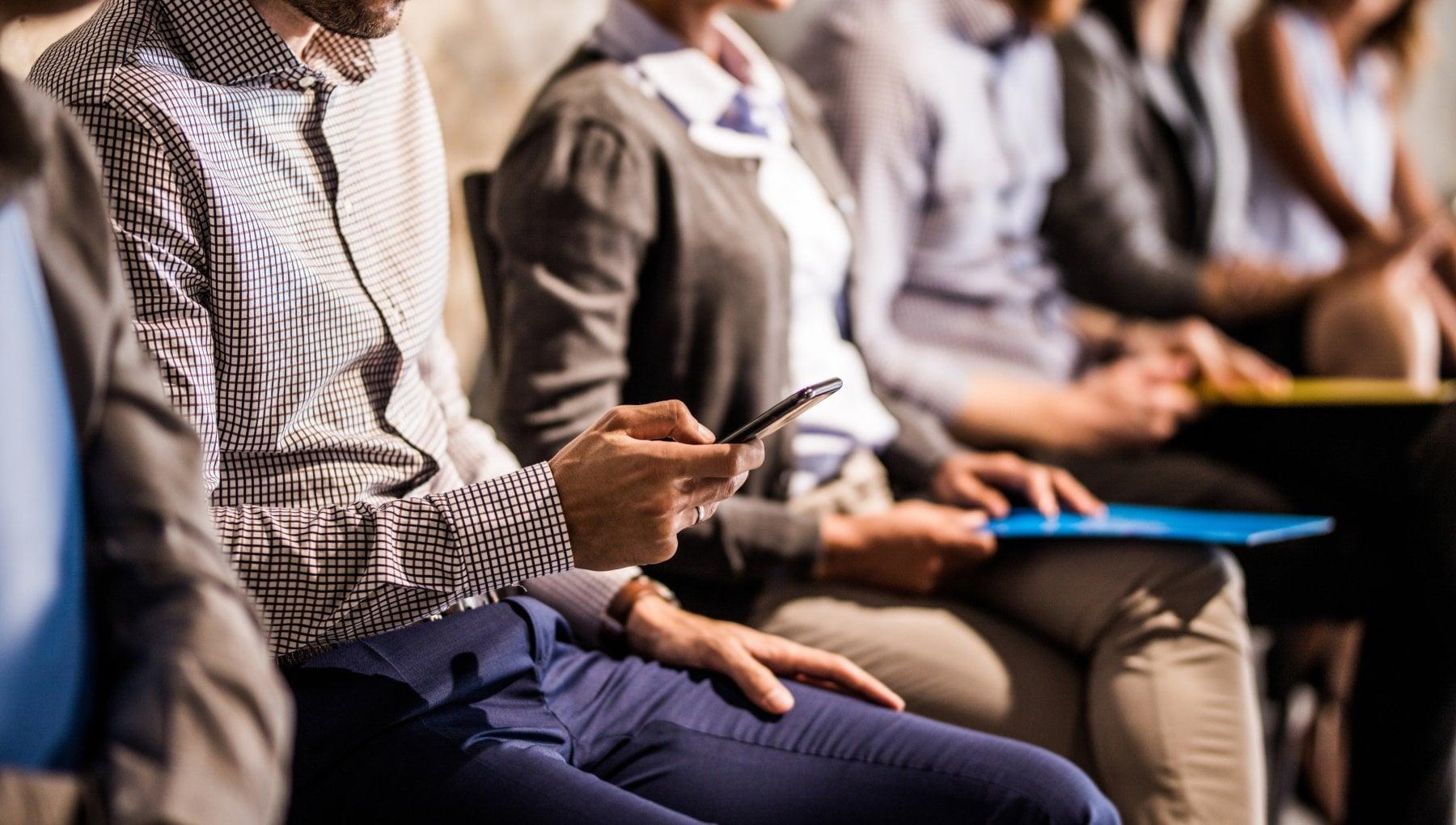 Manovra smartphone e abbonamento a due quotidiani gratis per i redditi bassi