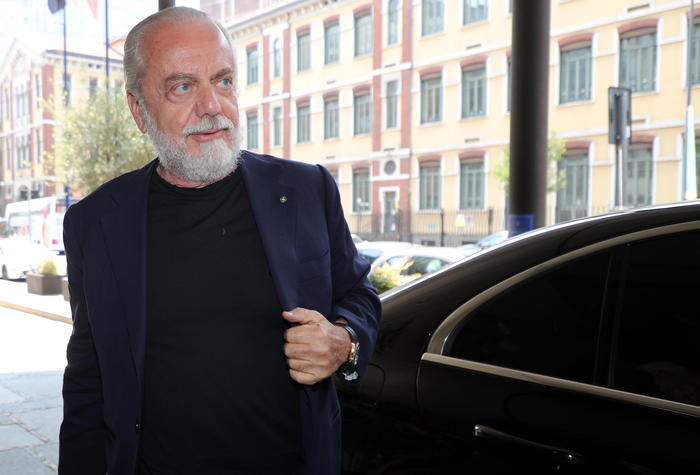 Maradona De Laurentiis idea vincente intitolargli stadio