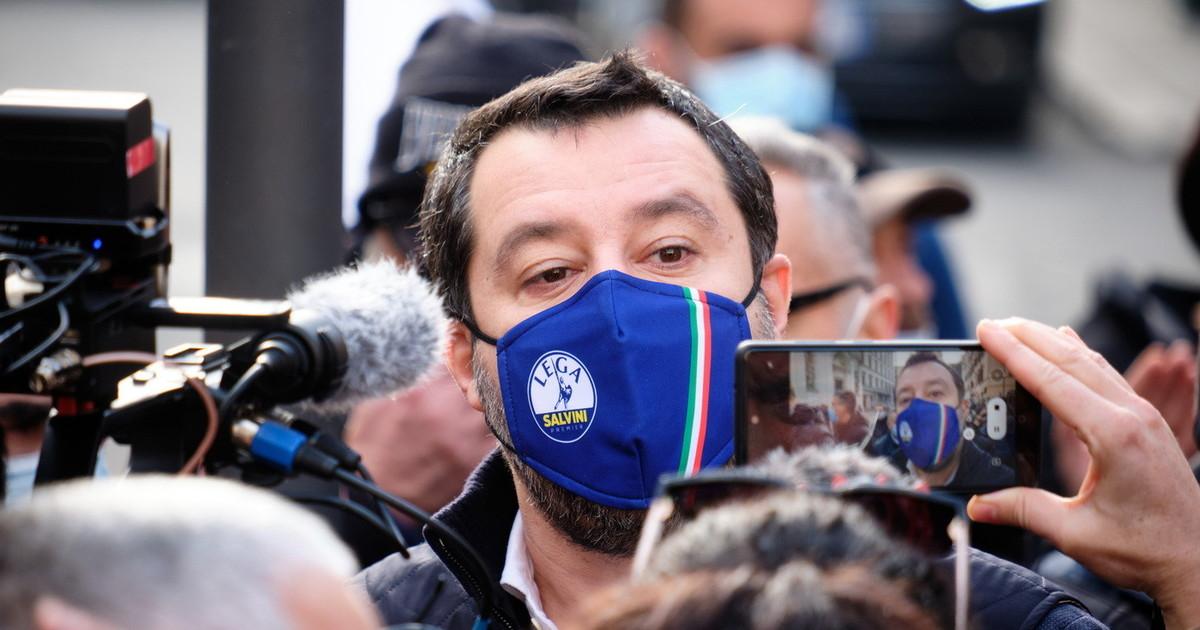 Milano nel caos. Lui non ha mai lavorato. Nevicata tra Salvini e Sala e lite