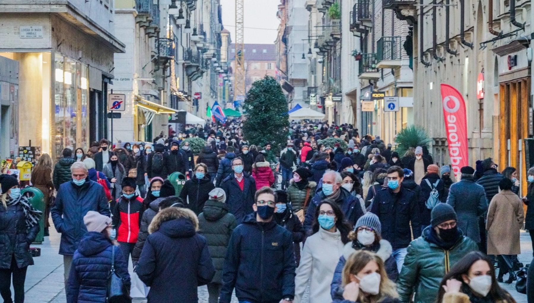 Natale e Capodanno il governo valuta nuova stretta per otto giorni Italia zona rossa o arancione nei festivi