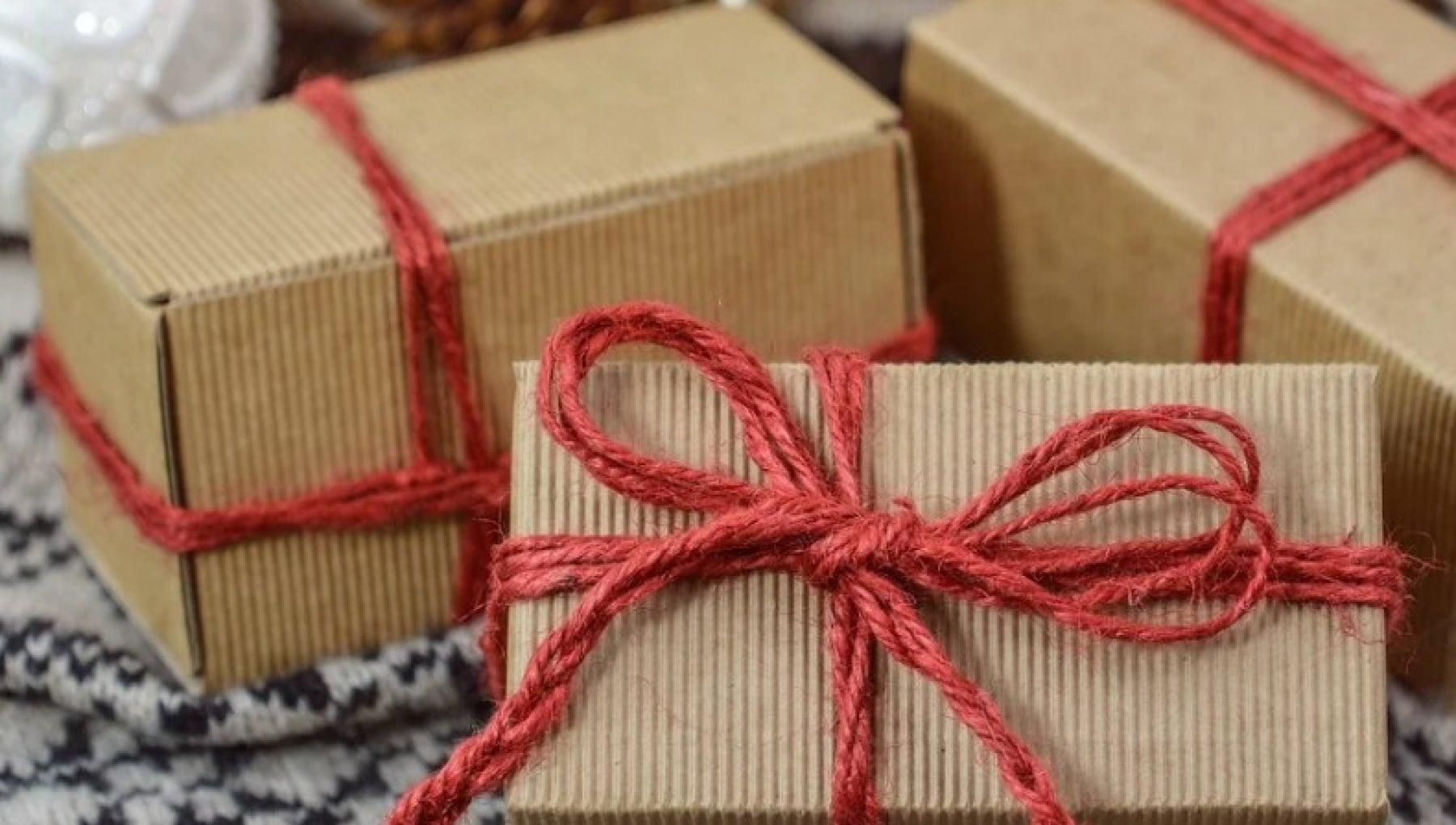 Natale gli italiani regalano cibo e disinfettanti bio. Ma uno su tre non fa doni