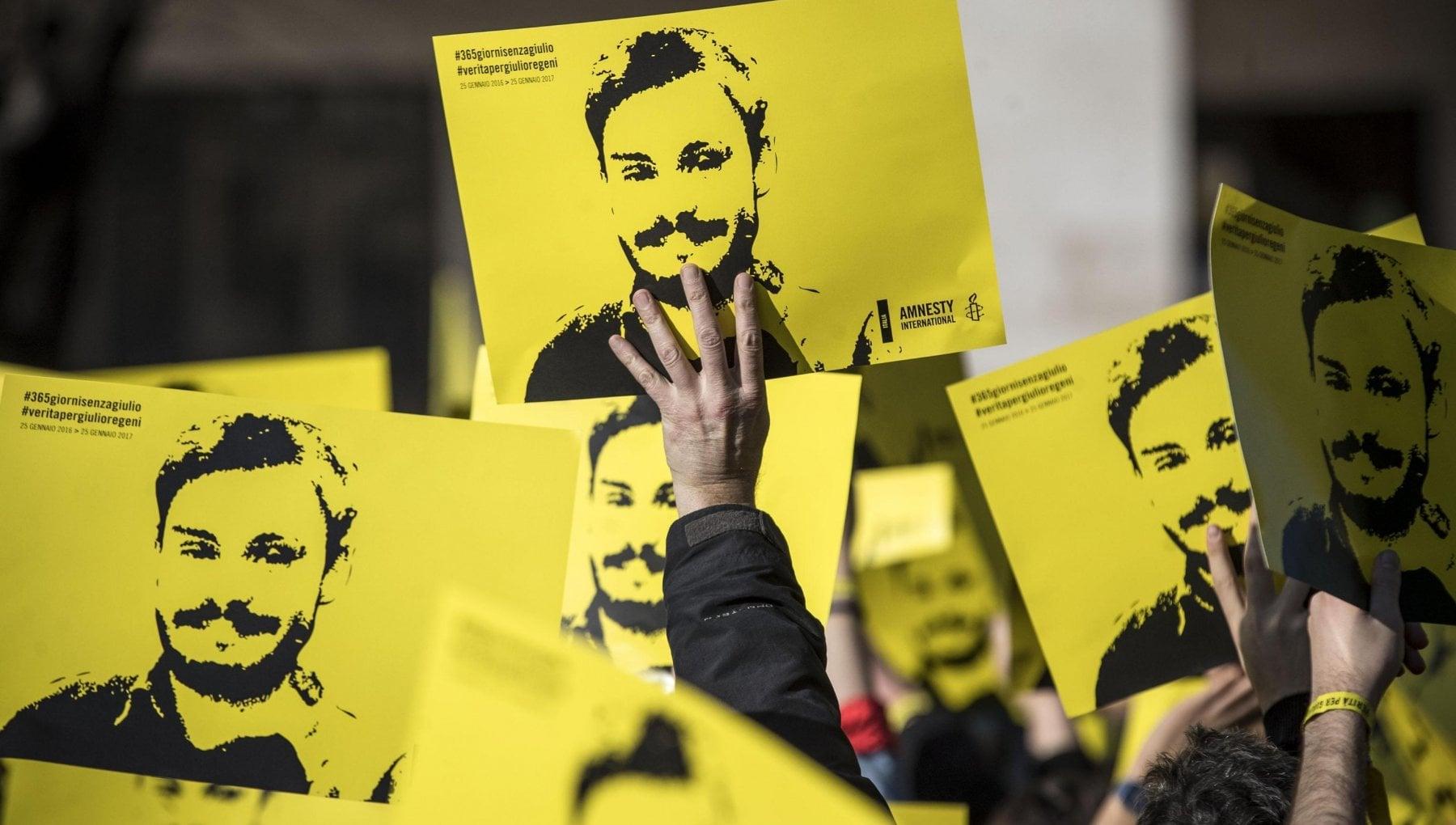 Omicidio Regeni i genitori denunciano il governo italiano per vendita armi allEgitto