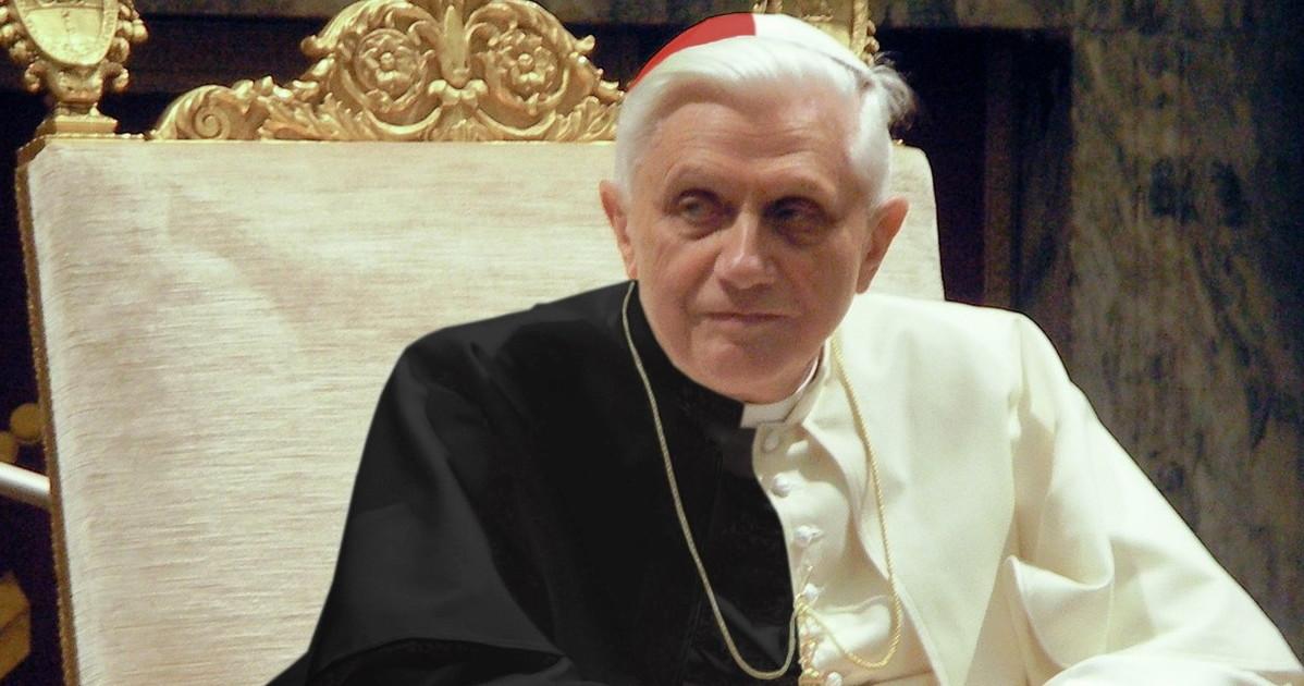 Ora Benedetto torni cardinale la strana questione della talare bianca