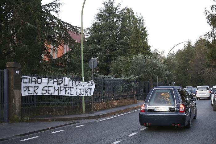 Paolo Rossi Vicenza alle finestre striscioni Rossi Gol