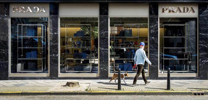 Prada vende a holding e chiude showroom via della Spiga