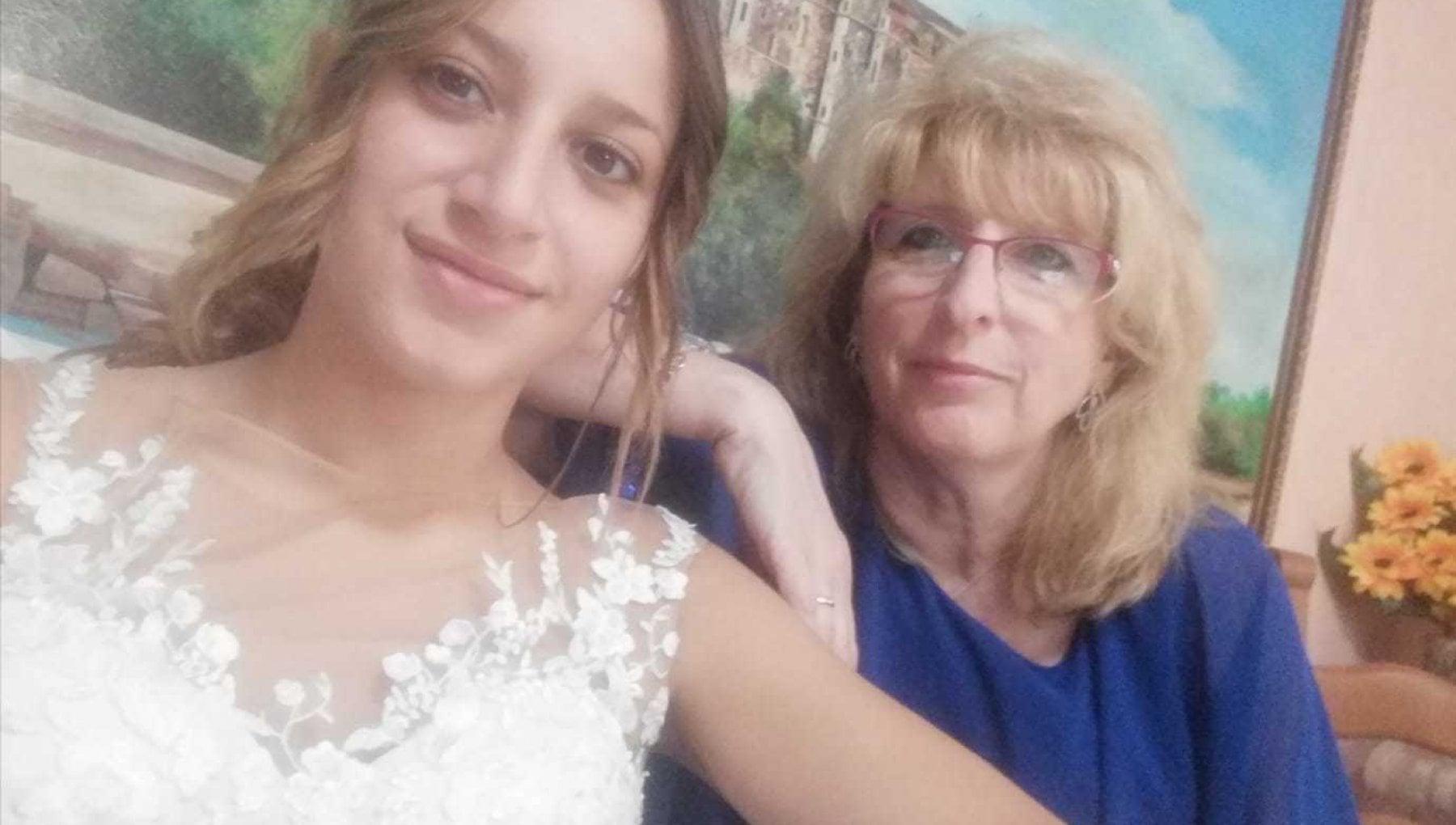 Pubblica gli ultimi sms di sua madre morta di Covid a 55 anni Basta con i negazionisti