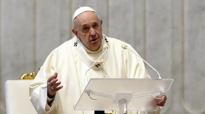Ragioni politiche. Bomba di Formigoni su Papa Francesco una scomoda verita sul viaggio in Iraq