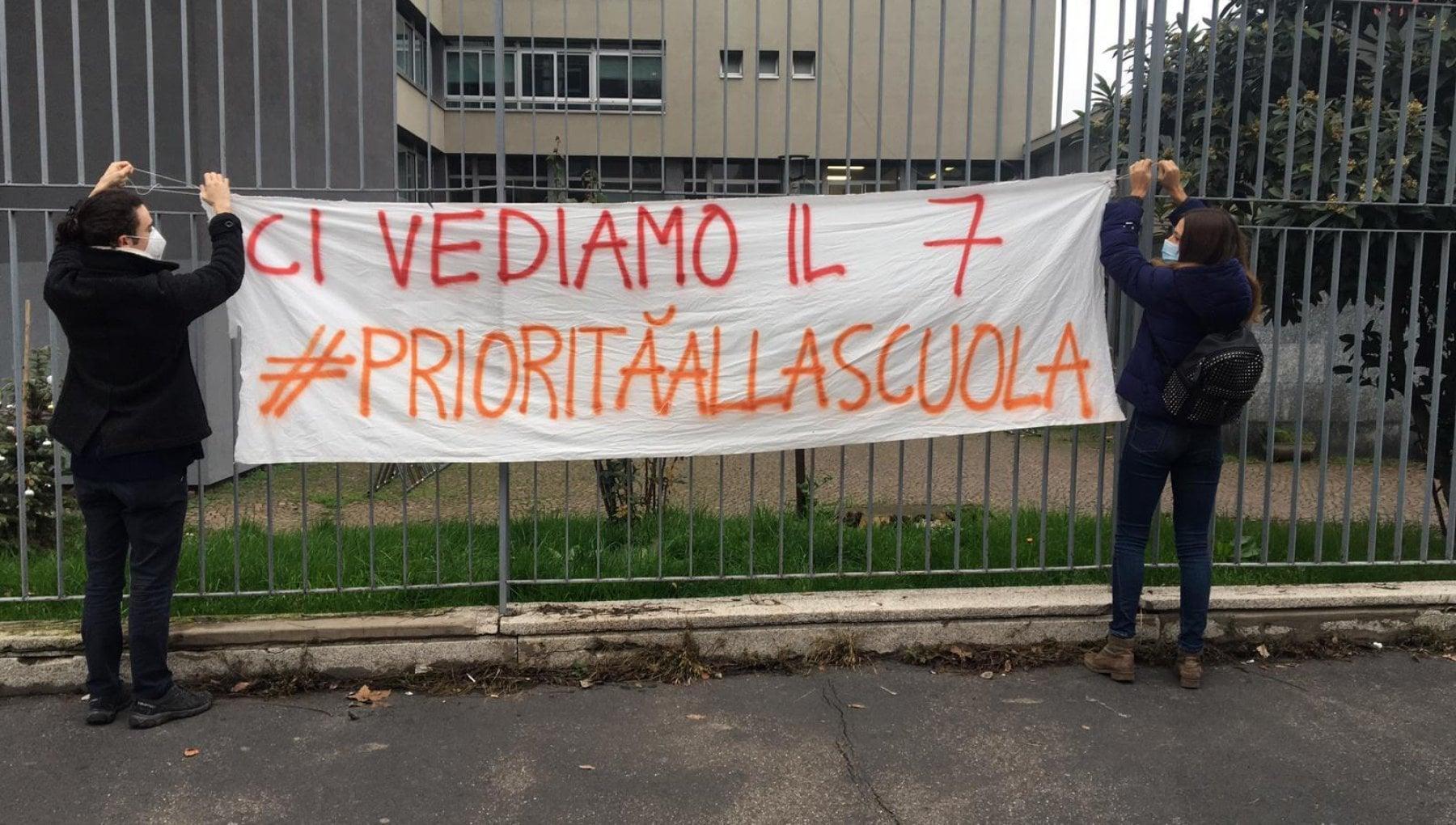 Scuola i cinque scenari per il rientro in classe a Milano Tutti in dad con oltre 300 nuovi contagi al giorno