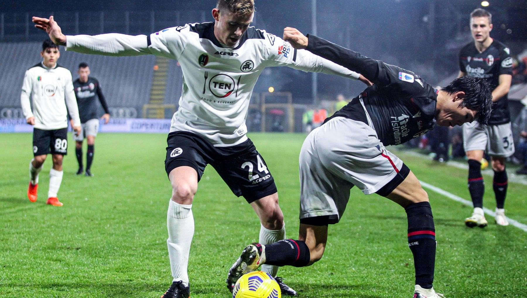 Spezia Bologna 2 2 nella prima al Picco Nzola illude i liguri Barrow fallisce al 97 il gol del sorpasso