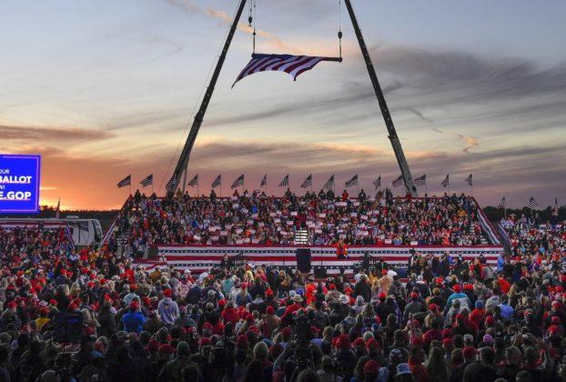 Stati Uniti Trump chiede invano di ribaltare il voto in Georgia. E la California incorona Biden