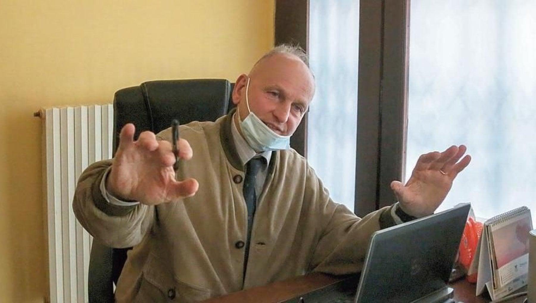 Stipendio tagliato la sanzione dellAsl per il medico di famiglia No vax di Borgaro Torinese