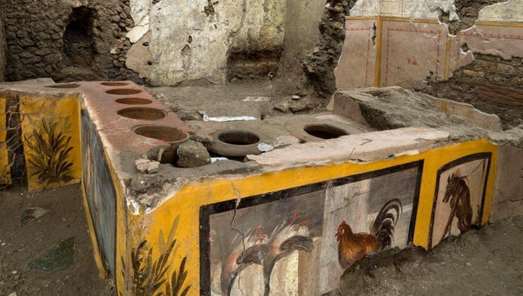 Straordinaria scoperta a Pompei ritrovato un Termopolio intatto Ancora cibo nelle pentole