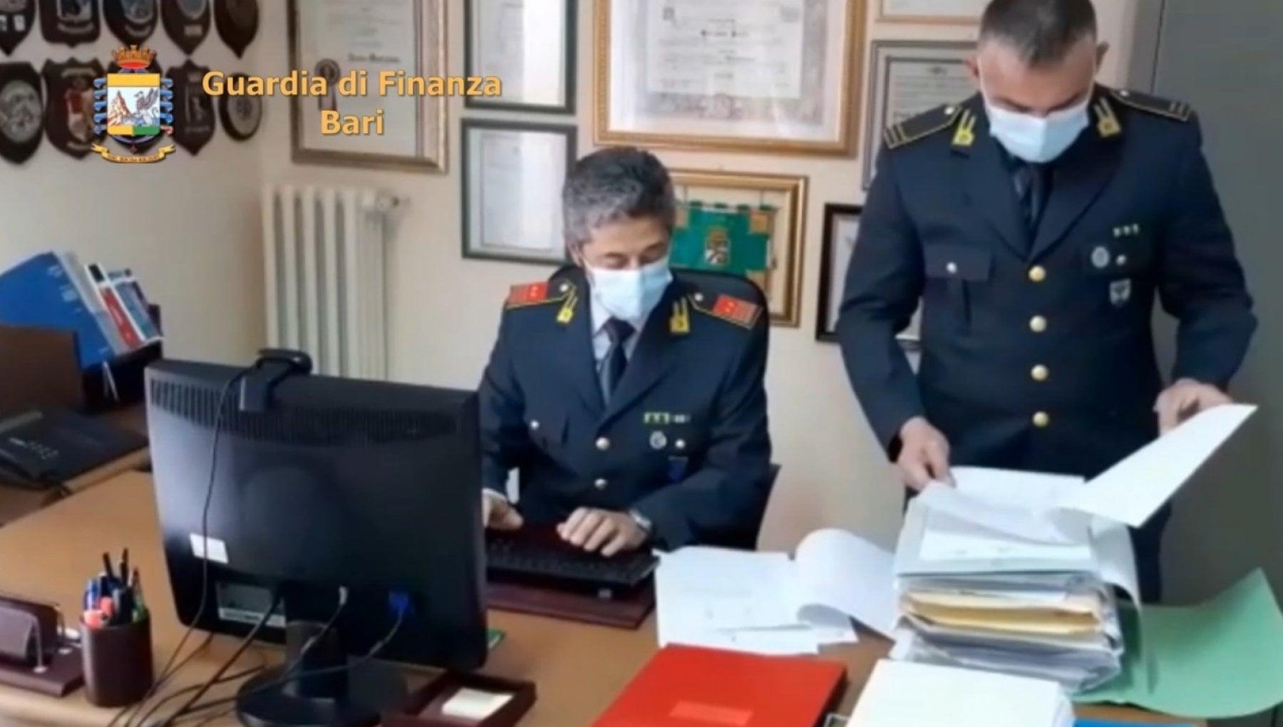 Truffa alla Regione Puglia sui fondi europei sei arresti ci sono anche tre avvocati e una cancelliera