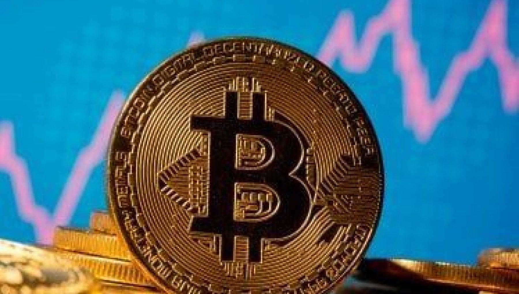 Tutti a caccia di bitcoin corsa alloro digitale ora vale quasi 30 mila dollari