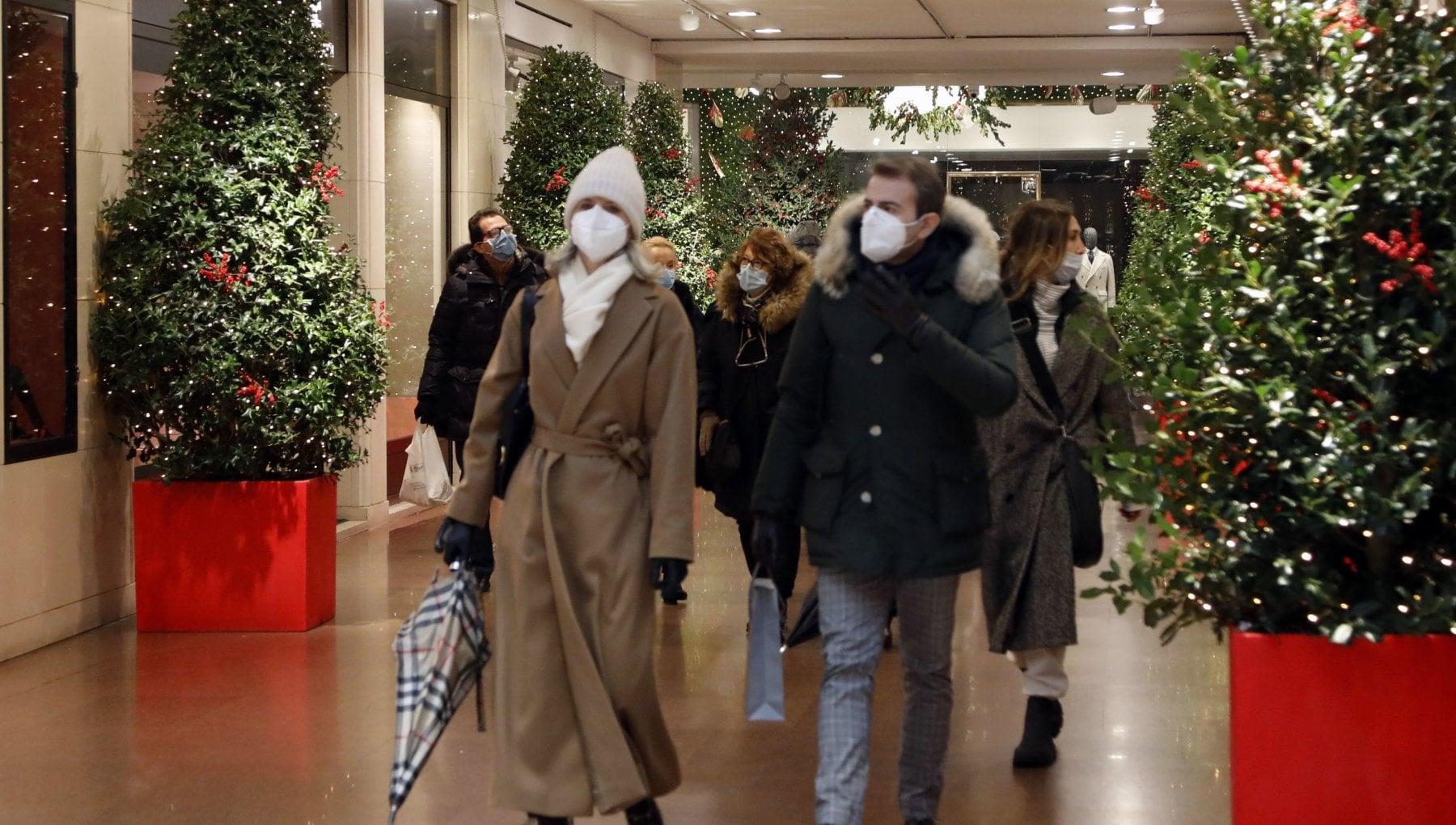 Un italiano su quattro non comprera i regali di Natale. Tengono solo i giocattoli